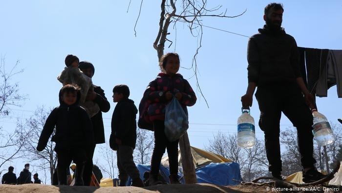 Migrants at the Greek-Turkish border | Photo: picture-alliance / AA / C. Denirci
