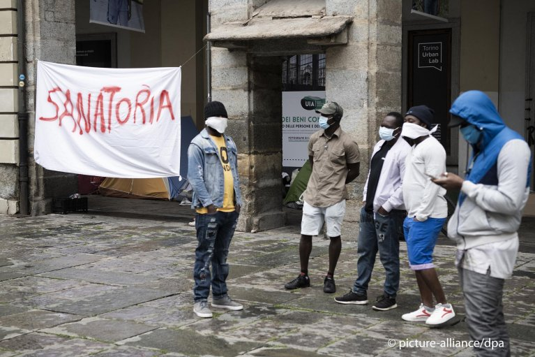 Migrants during a protest calling for amnesty, Turin, May 11, 2020 | Photo: Picture-alliance