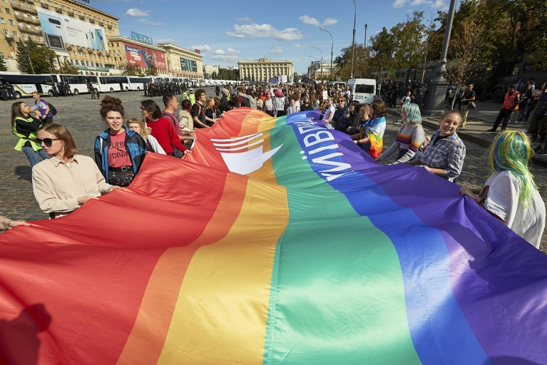 Participants during the 'March of Equality Kharkiv Pride' gay pride parade in downtown Kharkiv, Ukraine | Photo: Archive/EPA/Sergey Kozlov