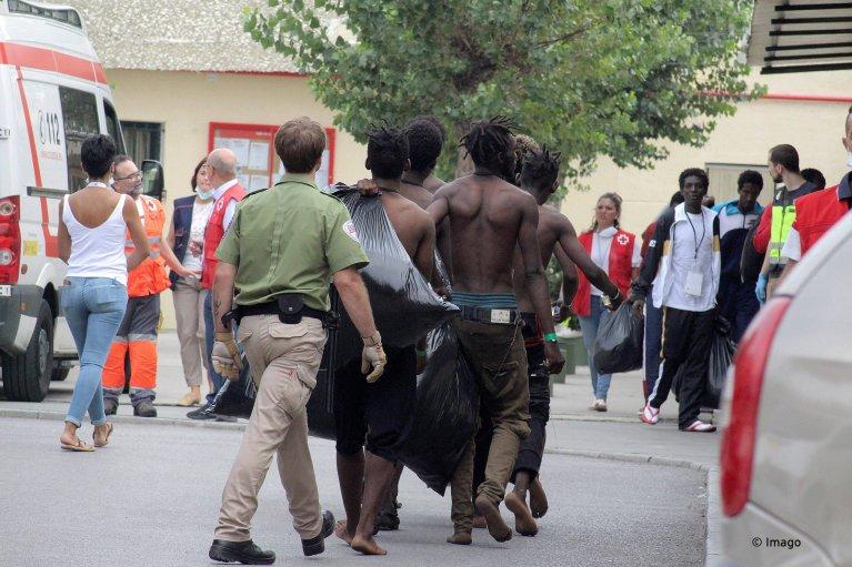 Des migrants entrés illégalement à Ceuta via le Maroc sont conduits au centre d'accueil temporaire pour immigrés (CETI), le 30 août 2019. Crédit: Imago/Reduan Dris Regragui