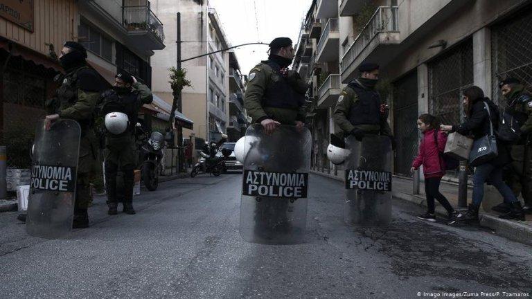 أثناء عملية إخلاء الحي في أبريل/نيسان الماضي. الصورة: بانايوتيس جاماروس