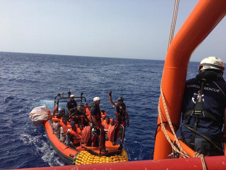 Les migrants sauvés par l'Ocean Viking se trouvaient en détresse en mer Méditerranée. Crédit : SOS Méditerranée