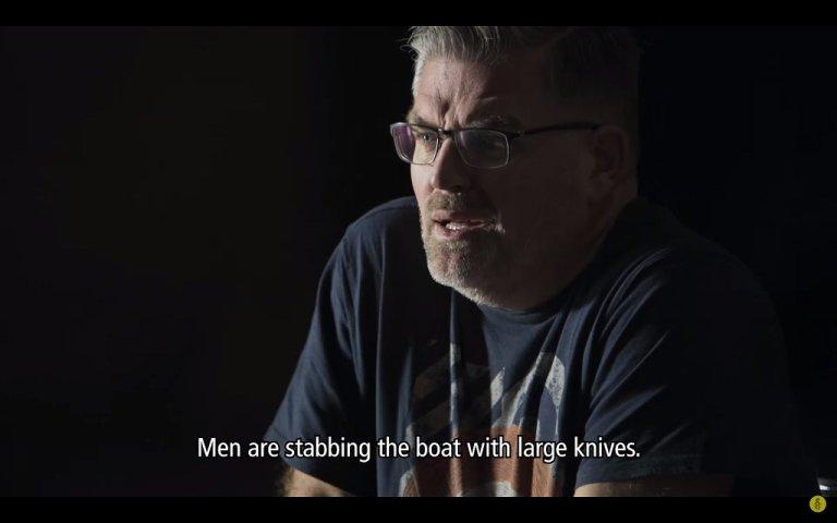 """صورة من فيلم """"العفو الدولية"""" لأحد المتطوعين في تجربة حول رحلة لاجئة سورية من بلادها إلى هولندا. يوتيوب"""