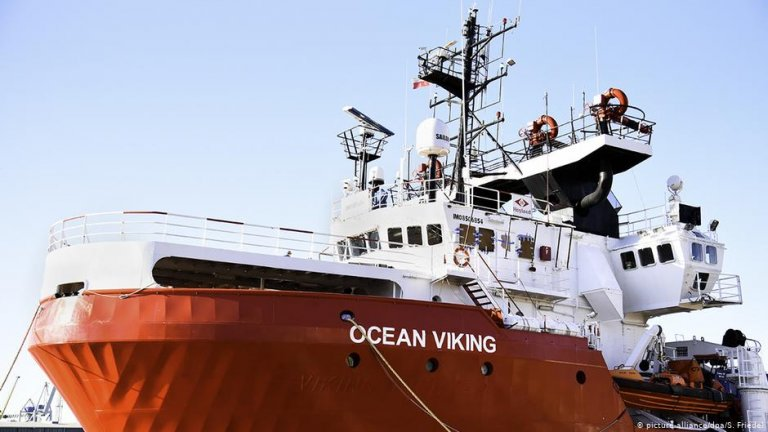 The Ocean Viking is run by the SOS Mediterranee charity and Doctors Without Borders (MSF) | PHOTO: picture-alliance/dpa/S. Friedel