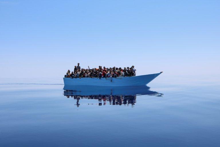 Des migrants en mer Méditerranée, secourus par le navire humanitaire de MSF, le Geo Barents (illustration). Crédit : MSF