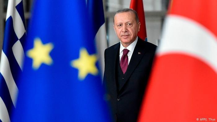 AFP/J. Thys |أردوغان عند زيارته لمقر الاتحاد الأوروبي الاثنين (التاسع من مارس/ آذار 2020) حيث عقد لقاء مع رئيسة المفوضية أورزولا فون ديلاين.