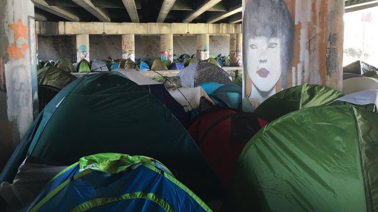 Plus de 1 000 migrants vivent sur les bords du canal Saint-Denis, selon l'association Paris Refugee Ground Support. Crédit : Julia Dumont/ InfoMigrants