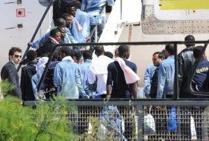 عمليات ترحيل لاجئين غير شرعيين / الصورة لوكالة أنسا