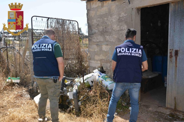 Police involved in an operation against illegal labor | Photo: ANSA/Polizia