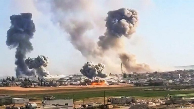The Russian and Syrian government strategy has been to conduct bombing campaigns to sap local support for the opposition, separate civilians from rebels and then launch ground assaults to recapture villages and towns | Photo: Reuters TV
