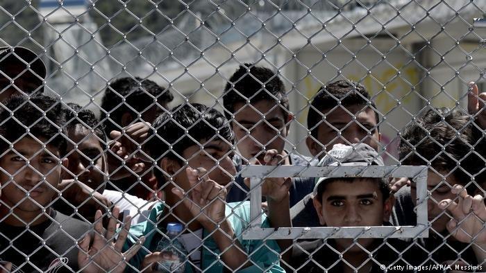 مسؤول ألماني يتفقد مخيمات اللاجئين في على جزيرة ليسبوس ويطلع على الوضع المأساوي هناك