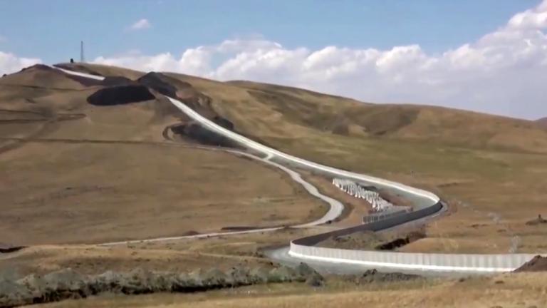 جدار حدودي بين إيران وتركيا/رويترز