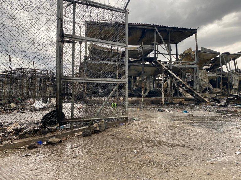 آتش سوزی کمپ موریا به روزهای ۸ و ۹ سپتمبر ۲۰۲۰ رخ داد و در جریان آن کمپ کاملاً ویران شد. عکس از مهاجر نیوز