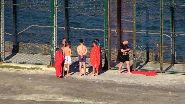 Plus de 80 migrants sont arrivés à la nage à Ceuta depuis le Maroc, lundi 17 mai. Crédit : Twitter/ @DrAZoubeidi