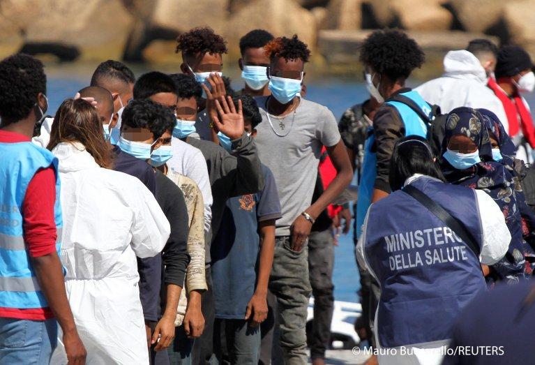 وصول مهاجريين إلى لامبيدوزا الإيطالية . الصورة بتاريخ 09 مايو/أيار