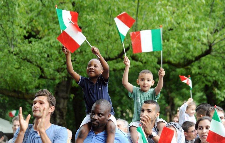 Des familles de migrants dont les enfants sont nés en Italie manifestent en juin 2020. Crédit : ANSA/Alessandro Di Marco