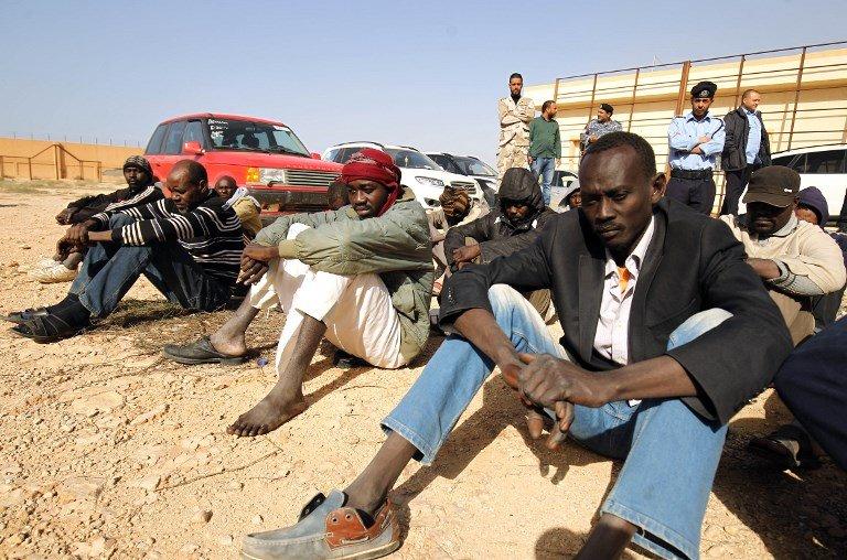 Abdullah DOMA/AFP |Des migrants dans un centre de détention, en Libye, en décembre 2017.