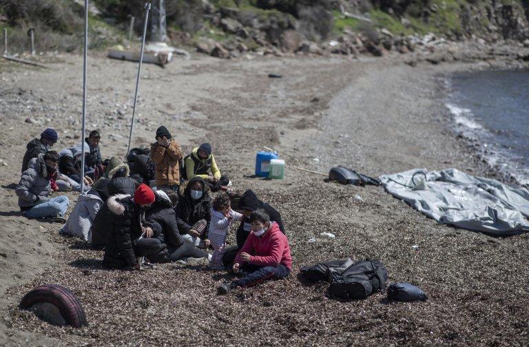 Migrants, who were allegedly pushed back by Greek authorities, in Balikesir, Turkey | Photo: EPA/Erdem Sahin