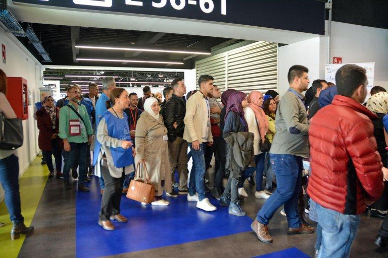ANSA / مجموعة من المهاجرين السوريين في لبنان تصل إلى مطار فيوميتشينو. المصدر: أنسا.