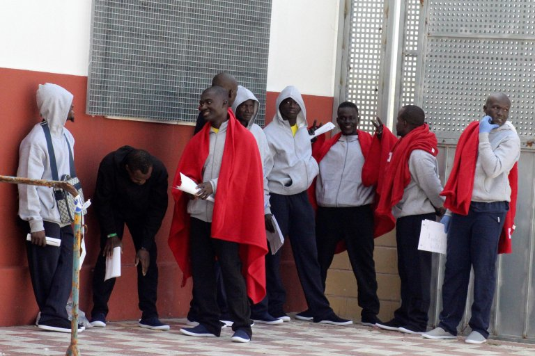 "ansa / بعض المهاجرين بعد إنقاذهم من قبل وحدة الحرس المدني في سبتة . المصدر: ""إي بي إيه""/ رضوان."