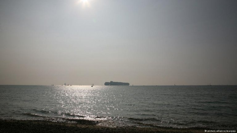 The Channel between the UK and France is the busiest shipping lane in the world. An increasing number of mostly Iranians are attempting to cross the channel in the hope of seeking asylum in the UK. | Photo: Picture Alliance / maxppp