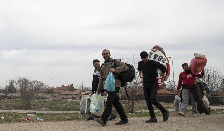 آرشيف انځور: مهاجر د ترکيې څخه د يوناني سرحد پر لور| Photo: EPA/Tolga Bozoglu