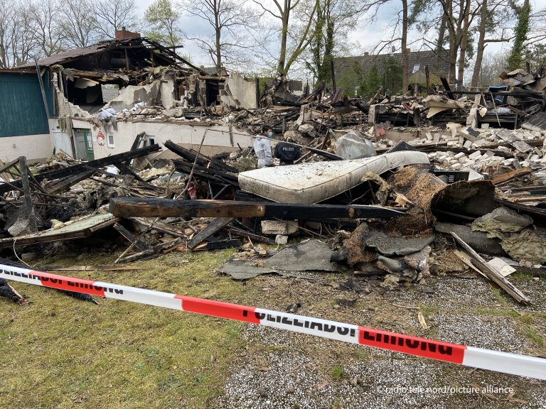 The destroyed accommodation center for asylum seekers in Gudow, northern Germany on May 2, 2021 | Photo: Peter Wuest/rtn/picture-alliance