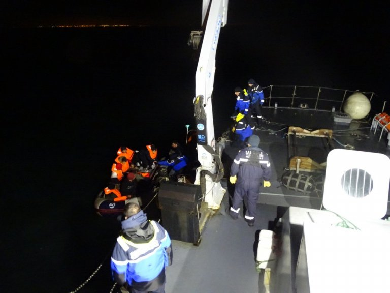 عملیات نجات مهاجران در کانال مانش، چهارشنبه ٢٢ جنوری ٢٠٢٠. عکس از نیروهای دریایی مانش و دریای شمال فرانسه