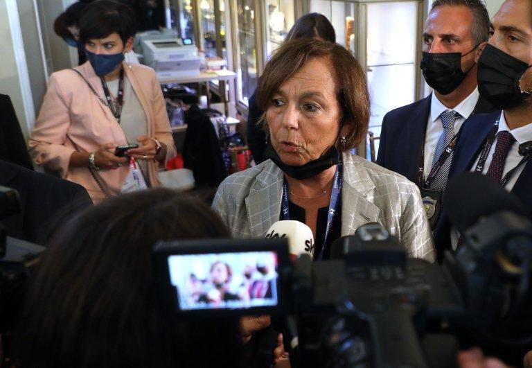 وزيرة الداخلية الإيطالية لوتشيانا لامورغيزي تجيب على أسئلة الصحفيين على هامش منتدي أمبروسيتي. المصدر: أنسا/ ماتيو باتسي.
