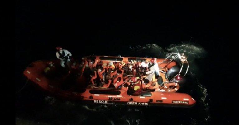 Plus de 80 migrants ont été secourus mardi soir par le navire espagnol Open Arms. Crédit : Open Arms / Twitter