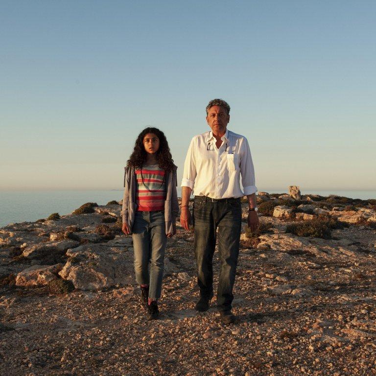 """لقطة من فيلم """"نور"""" للمخرج موريزيو زاكارو، وهو يتناول قصة الطبيب الإيطالي بيترو بارتولو. المصدر: أنسا"""
