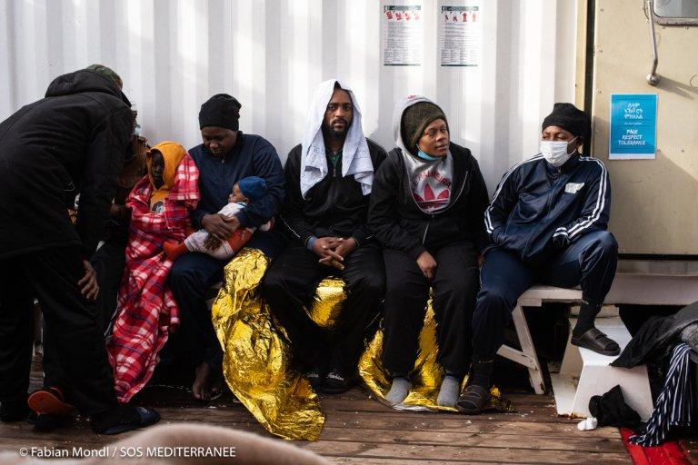 Des migrants sauvés par l'Ocean Viking, le 24 janvier 2021. Crédits : Fabian Mondl / SOS Méditerranée