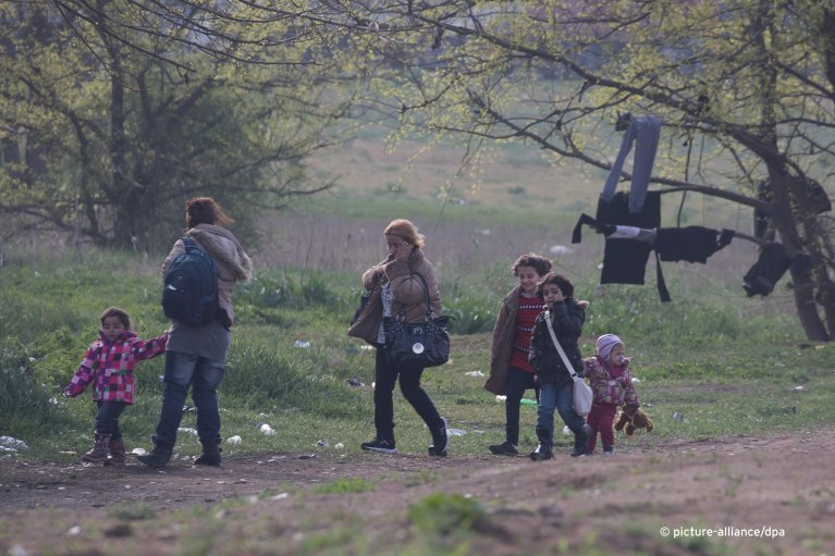 Tompa, 6 April 2017. From March, 2017, migrants trying to enter Hungary could only submit their applications for asylum in one of the 'transit zones' on the southern border with Serbia | Photo: picture-alliance/A. Volgyi