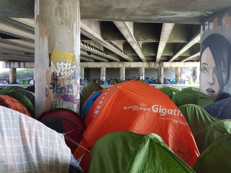InfoMigrants |Environ 1 500 migrants dorment sous des tentes le long du canal Saint-Denis, dans le nord de Paris.