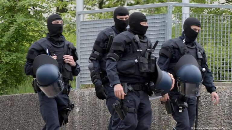 Police were called to an asylum seeker facility in Baden Württemberg last May when protests broke out over the attempted deportation of a 23-year-old Togolese man   Photo: picture alliance/S. Puchner