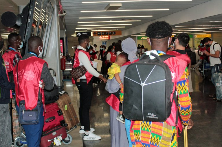 45 refugees from Niger arrived in Rome via a humanitarian corridor organized by Caritas Italiana on June 23, 2021   Photo: ANSA/TELENEWS