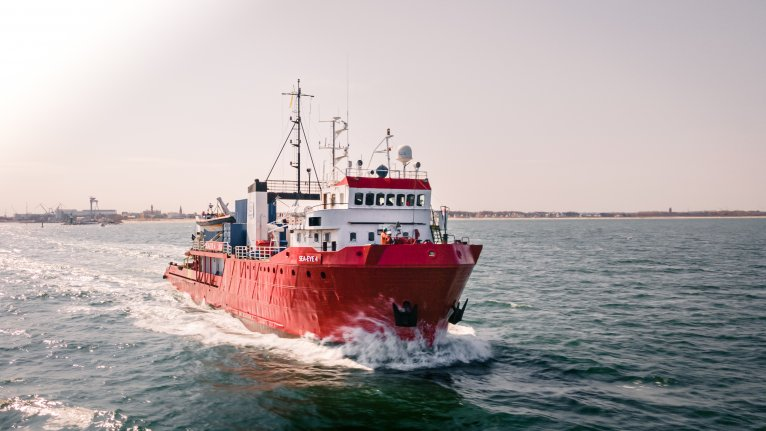 پر «سي آی ۴» تر څلور سوو څخه زيات ژغورل سوي مهاجر سپاره دي  | Photo: Maik Lüdemann/sea-eye.org