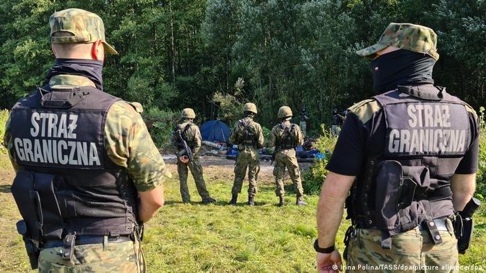 Des migrants bloqués à la frontière entre la Biélorussie et la Pologne, fin août 2021. Crédit : Picture alliance