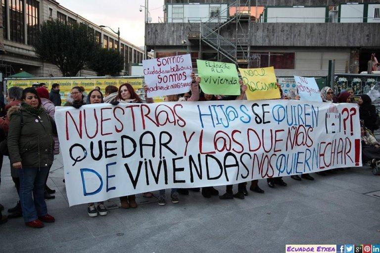 """ansa / نساء مغربيات يتظاهرن في بلباو ضد التمييز الذي تمارسه شركات العقارات المصدر: منظمة """"الإخاء بين النساء"""""""