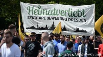 فعالان جنبش هویت گرایان در آلمان در راهپیمایی های گروه های راستگرای تندرو شرکت می کنند و کنفرانس تشکیل می دهند