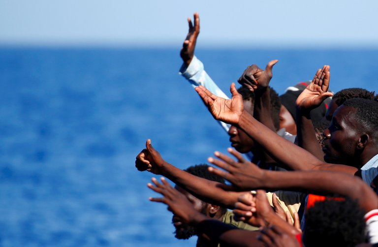 مهاجرون على سفينة الإنقاذ أكواريوس/ أرشيف/ رويترز