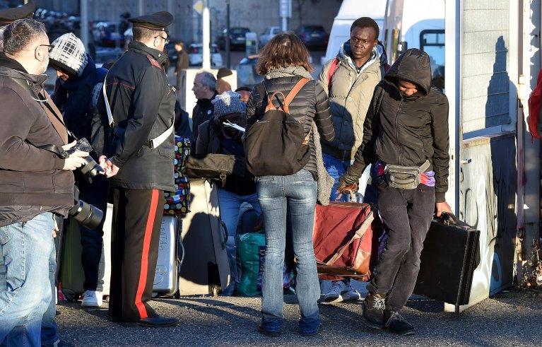 ANSA / إجلاء المهاجرين من مباني القرية الأوليمبية السابقة في تورينو، بعد إقامتهم فيها لسنوات. المصدر: أنسا/ أليساندرو دي ماركو.