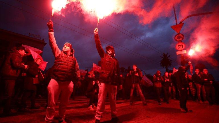Près de 60 000 personnes ont défilé à une grande marche nationaliste à l'appel de l'extrême-droite, le 11 novembre, à Varsovie. Crédit : Reuters