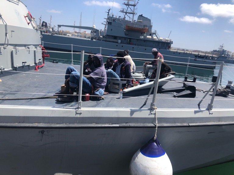إعادة 18 مهاجرا سودانيا إلى ليبيا أمس الأربعاء 8 تموز\يوليو 2020. المهاجرون أفادوا بأن سبعة ممن كانوا معهم قضوا غرقا خلال الرحلة. المصدر: مفوضية شؤون اللاجئين