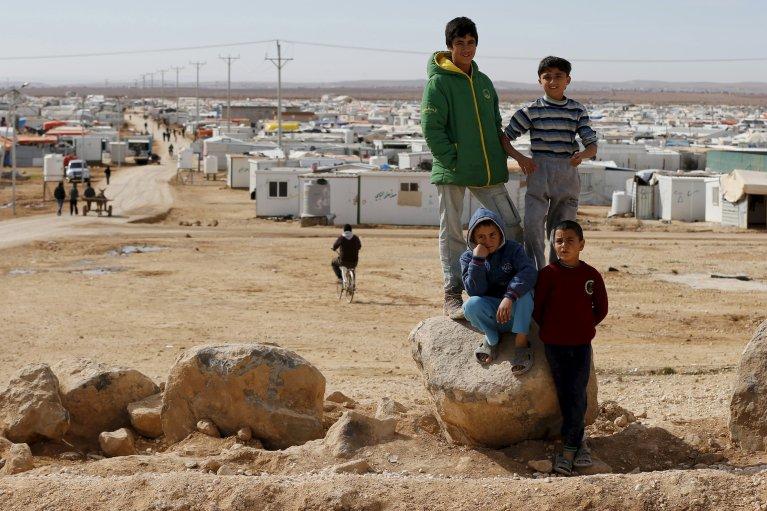 REUTERS/Muhammad Hamed |De jeunes réfugiés syriens dans le camp de Zaatari, en Jordanie, près de la frontière syrienne, le 1er février 2016.