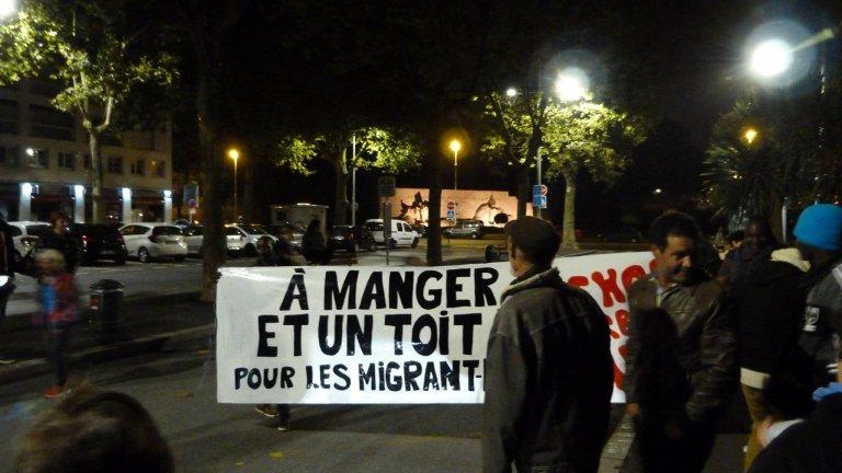 Mi-octobre, des citoyens se sont mobilisés pour réclamer un toit pour les migrants de Bayonne. Crédit : Etorkinekin Bab