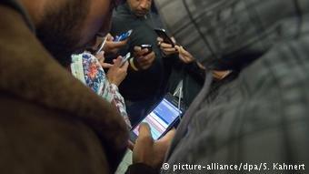 عکس از آرشیف/ اداره مهاجرت و پناهندگی فدرال میگوید که ارزیابی اطلاعات تیلفون همراه پناهجویان در بررسی پرونده شان ممد بوده است.
