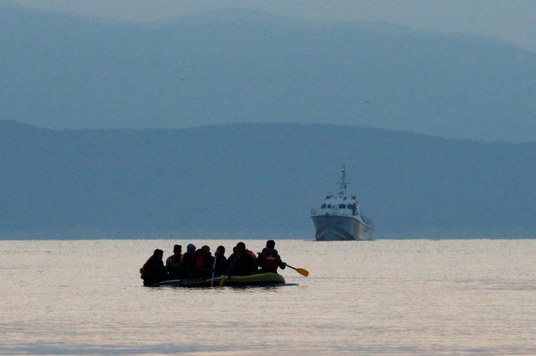 Migrants in a dinghy paddle their way on Mediterranean Sea to attempt crossing to the Greek island of Kos, as a Turkish Coast Guard ship patrols off the shores off Bodrum | Photo: REUTERS