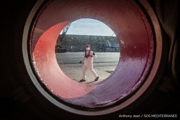 The crew of the Ocean Viking is quarantined near Pozallo, Sicily, for 14 days | Photo: SOS Méditerranée
