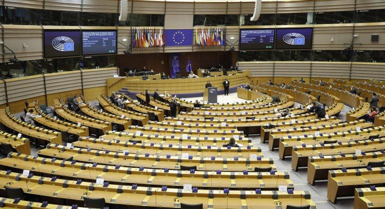 جانب من جلسة البرلمان الأوروبي في بروكسل. المصدر: إي بي إيه/ أوليفر هوسليت.